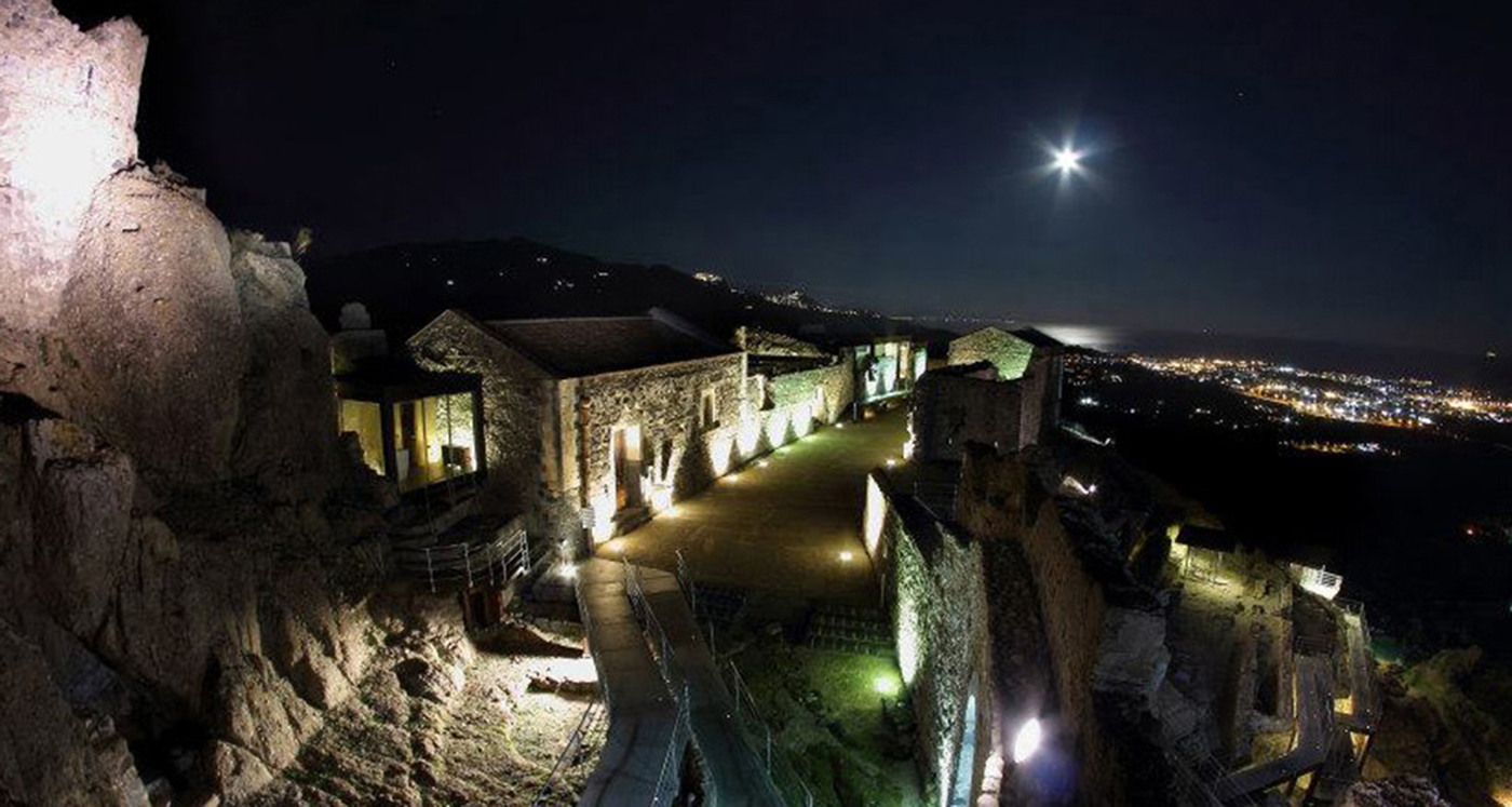 panorama-Castello-di-Calatabiano-a-catania